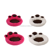New Design Comfortable and Warm Sherpa Large Pet Pads Beige and Red Paw Shape Hot Dog Pet Bed For Winter