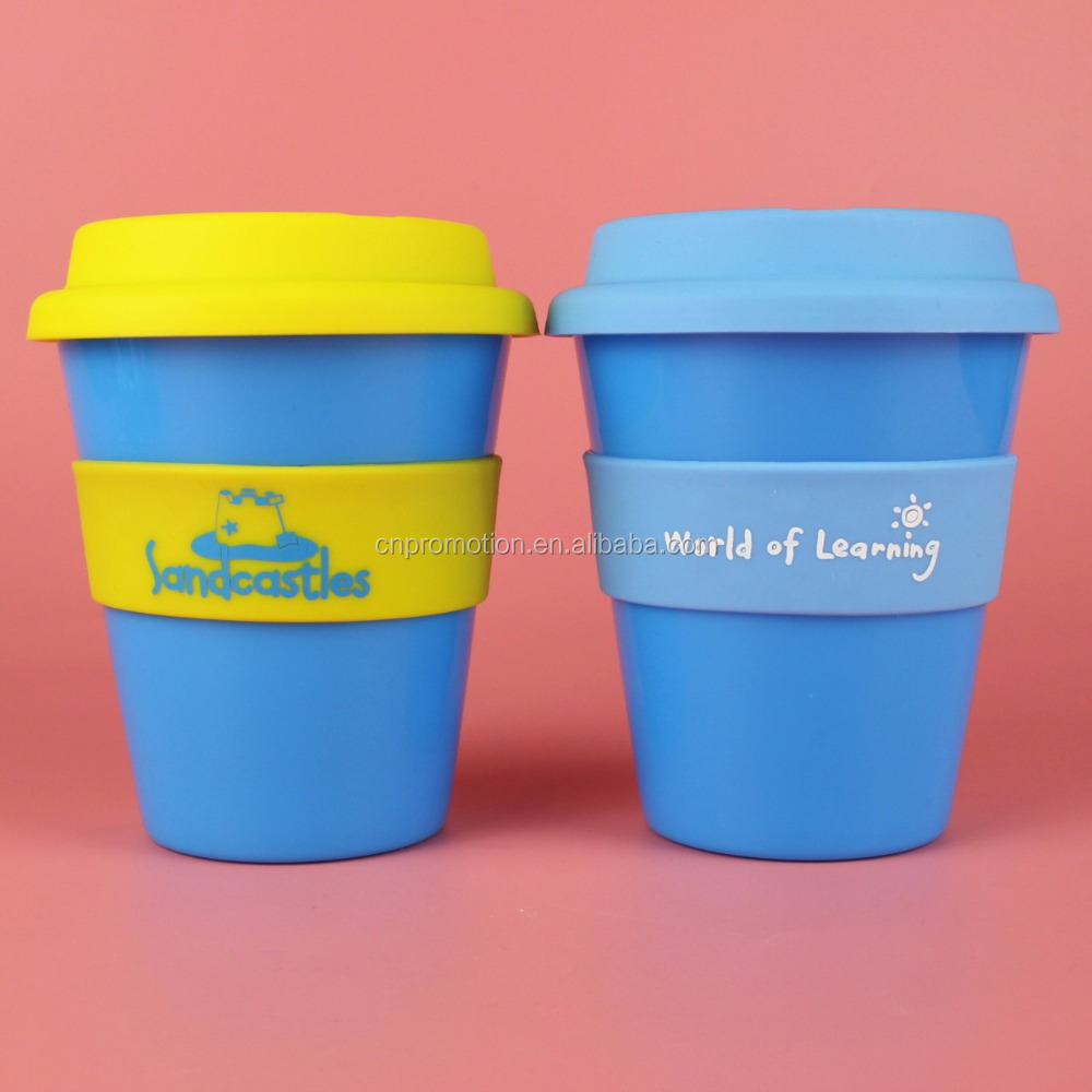 wholesales personalized plastic coffee mug cup with silicone lid and band