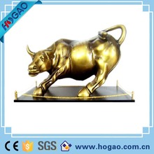 The resin bull figurines for home desk decoration polyresin craft