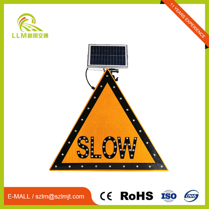 Solar powered traffic sign board arabic solar led slow down sign
