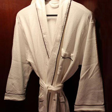 Factory Price 100% Cotton White Hotel Bathrobe