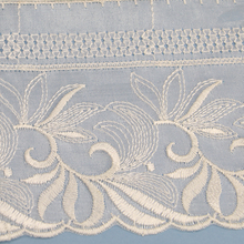 2017 New Handwork Embroidery Tulle Designs