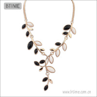 Simple Design Leaf Shaped Resin Necklace for Summer women accessory necklace