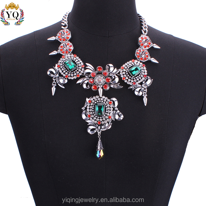 NYQ-00315 2016 fake gold fancy custome jewelry red and green crystal statement european lariat necklace decorated with rivet