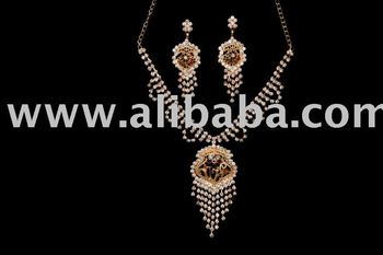 BEAUTIFUL CASTING DIAMOND NECKLACE