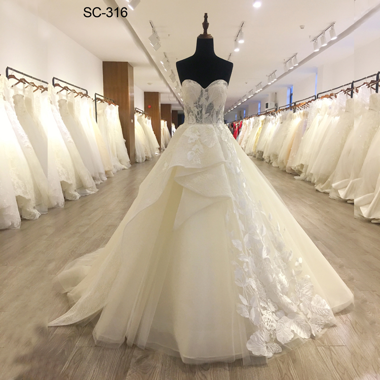 2018 Latest design gorgeous white bridal dress french lace wedding dress strapless alibaba wedding dress