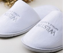 Customized logo velveteen fabric hotel slipper