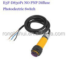 E3F-DS30P1 Normally Open 5-30CM Adjustable 3-wire M18 DC24V PNP Diffuse Photoelectric Switch