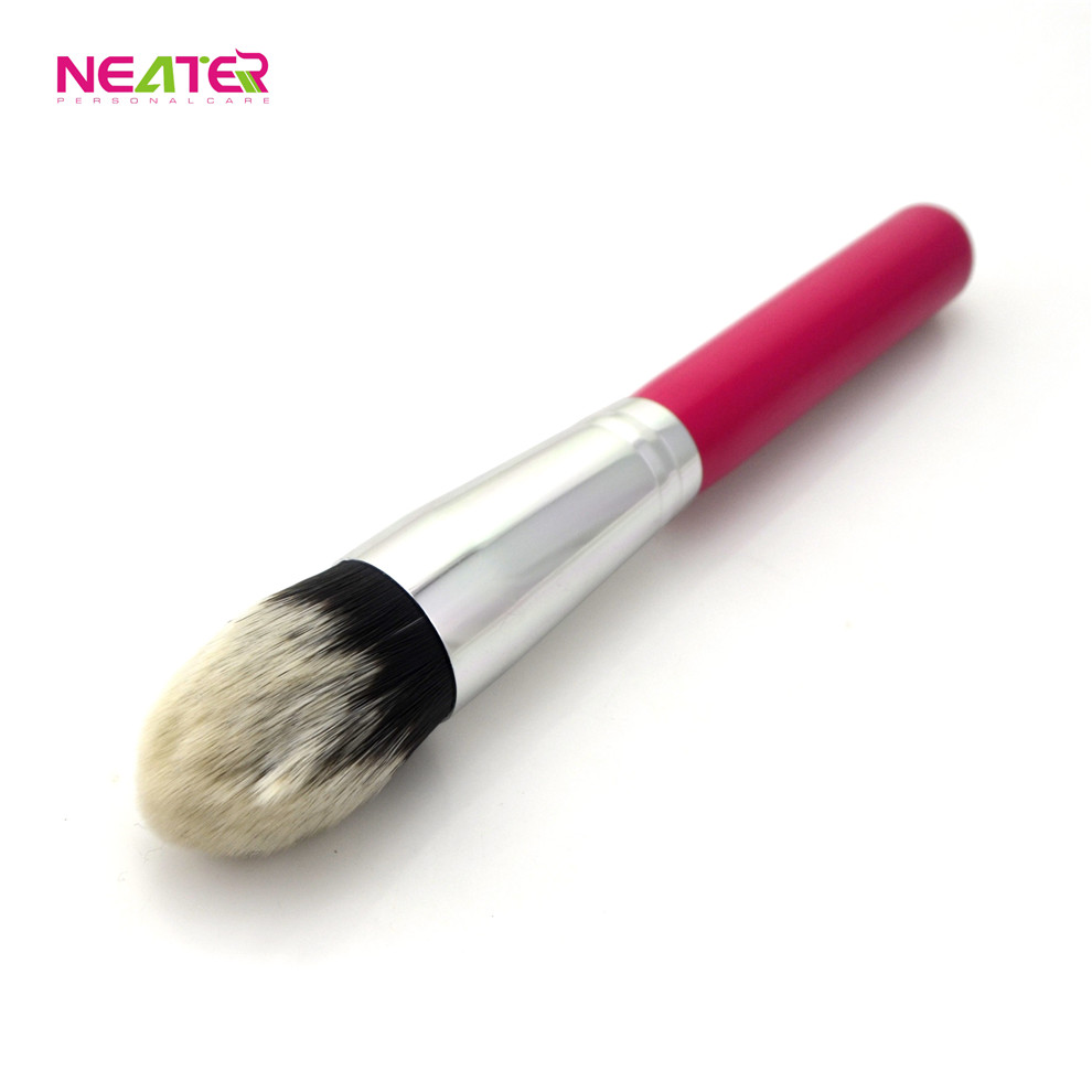 Wood Handle Nylon Material Facial Cosmetic Makeup Blush brush