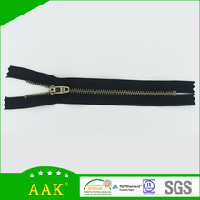 Superior offering of Garment factories china AAK 3# light black nickel close end zipper
