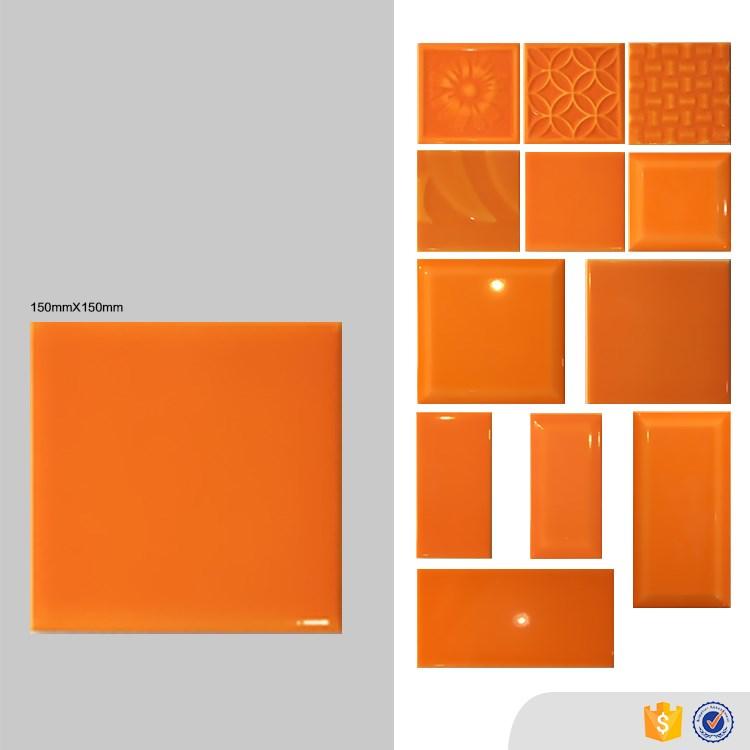 Rivestimenti Bagno Arancione: Una casa con vani a scomparsa cose di rivestimenti bagno.