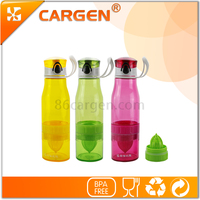 Wholesale 700ml plastic fruit juice maker water bottle