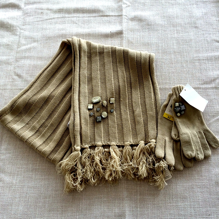 Wholesale knitted scarf and glove sets with diamond