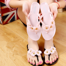 New people drag the female summer flowers cool sandals slippers plastic soft slippers beach shoes