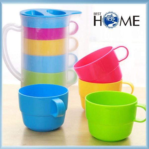 Colorful Cheap Price Plastic Cooler Water Pitcher with Cup Set
