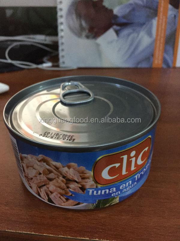 many types of can size with tuna rich in fish protein