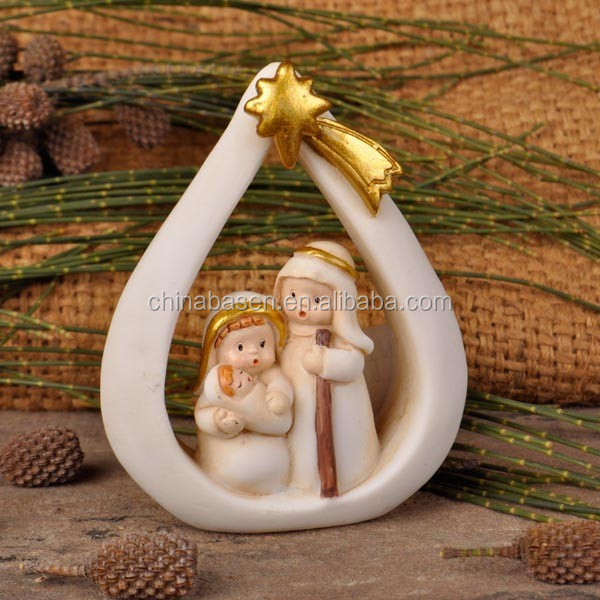 Resin heart-shaped nativity figures