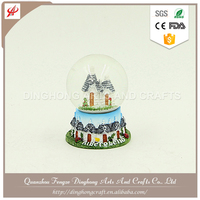 Polyresin Water Globe, Snow Globe For Souvenirs Musical Religious Snow Globe