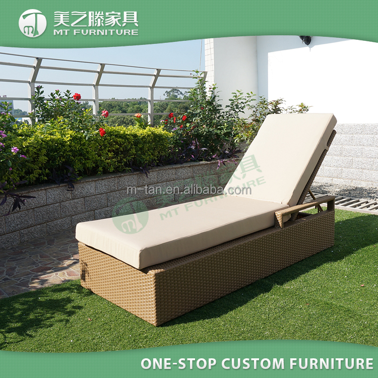 2017 Latest deisgn outdoor wicker rattan garden sunbed / sun lounger / daybed