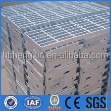 Steel grating for common road building materials