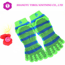 Manufacture custom logo bare anti slip pilates yoga socks balance massage fitness sport socks