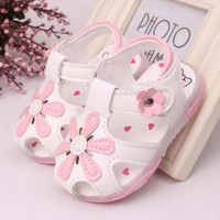 TSW3182 Newest 2015 baby shoes sandal fashion korean flower fancy closed toe baby girls toddler shoes with led light