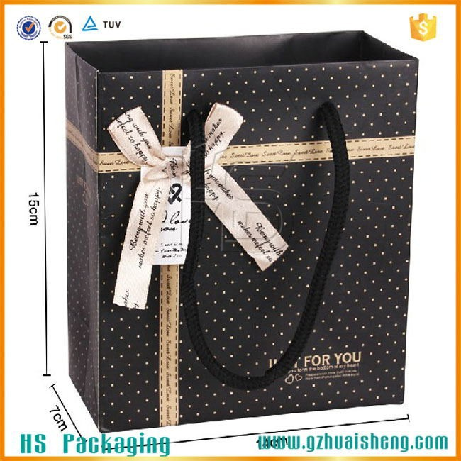 Guangzhou custom made retail christmas paper bag/luxury paper shopping bag/art paper bag