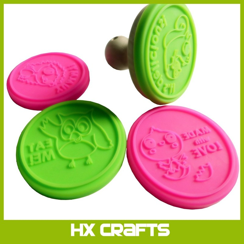 2017 new Food Grade Boa Free Cookie Stamp 3D custom silicone cookie stamp with wooden handle