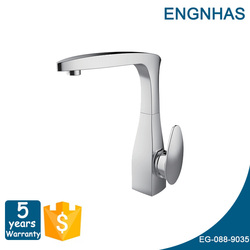 family high quality hot and cold gooseneck kitchen mixer taps