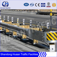 Safety barrier railing for highway