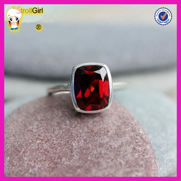 Wholesale alibaba 925 sterling silver fashion jewelry cushion cut natural red garnet ring