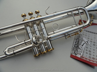 Sell high-value brass trumpets, BB trumpet, silver trumpet, suitable for beginners to use