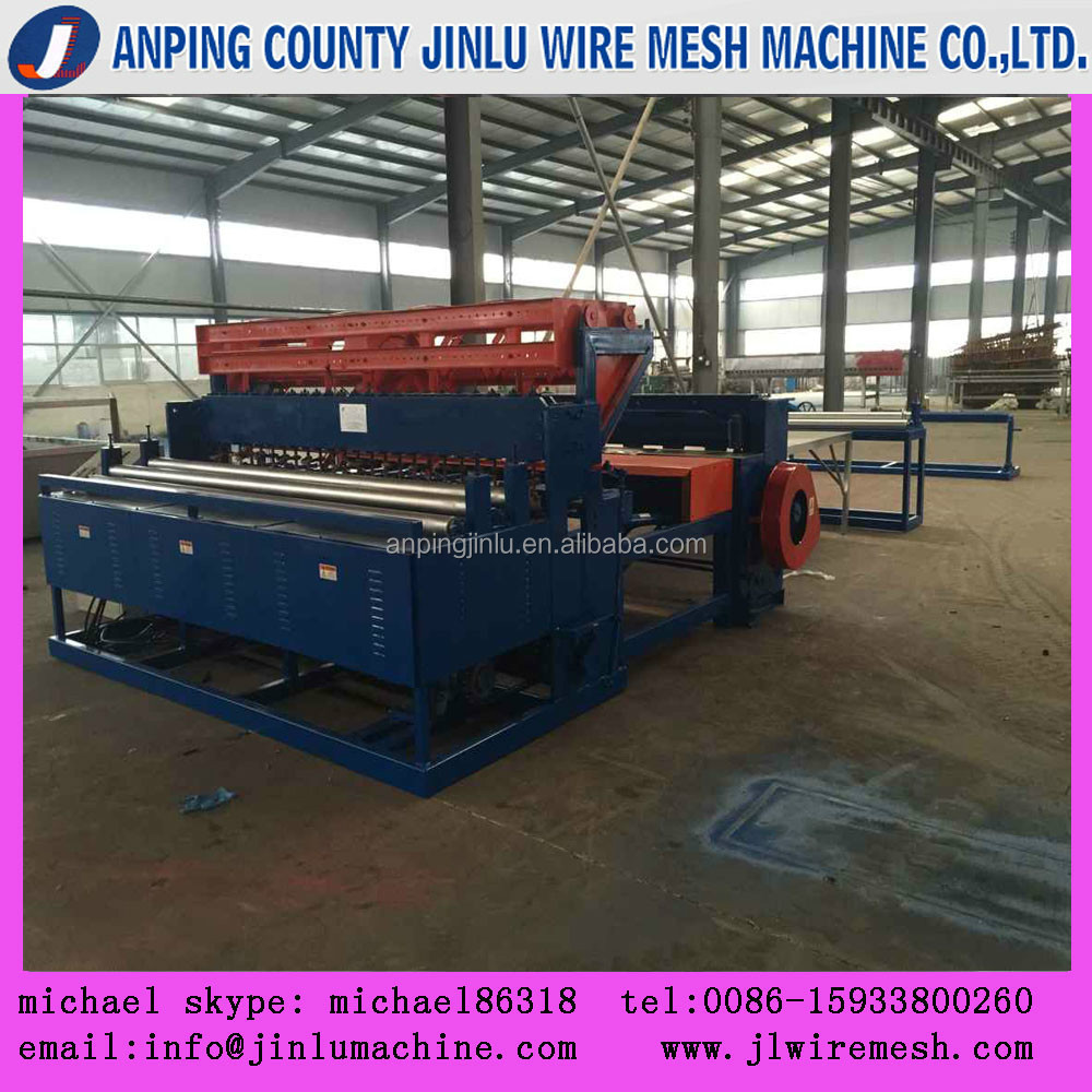 Automatic wire mesh fence welding machine