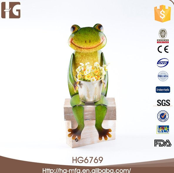 Sitting frog small metal flower pot
