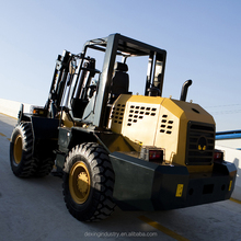 Low Mast High Ground Clearance Four Wheel Drive Forklift for Sale with Off Road Tires and Container Mast