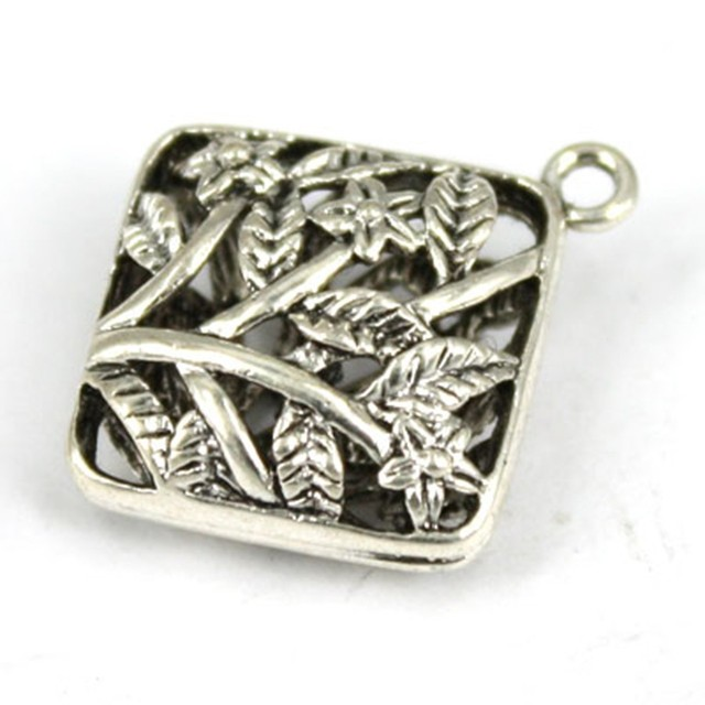 P3991 Fashion Jewelry Wholesale Antique Silver Metal Diamond Shape Beads Exquisite Engraved Tree Leaf Charm Brass Pendant