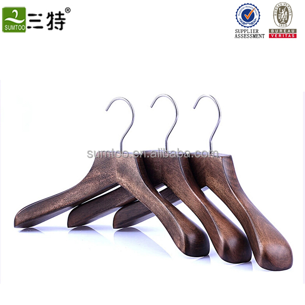 fashionable high quality coat hanger clothes wooden coat hanger stand for hotel