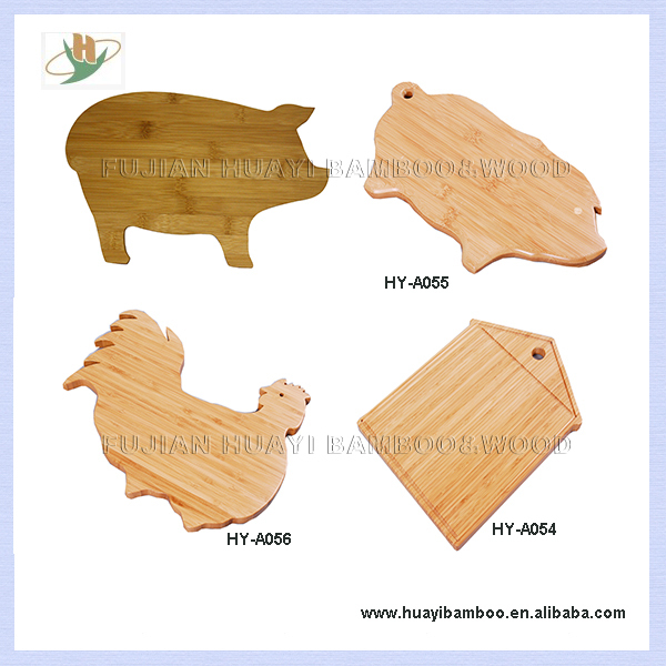 """Pig Shaped Beech bamboo Chopping Board with Silicon """