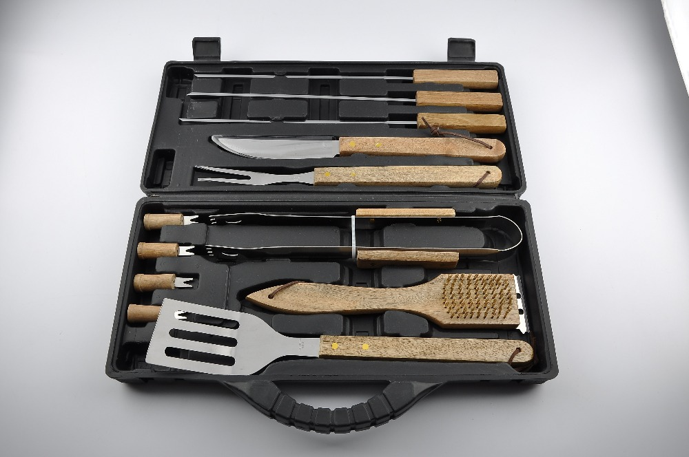 Safety Design High Quality stainless steel, wood handle BBQ Gril 5 piece Tool Set Spatula Tongs Fork