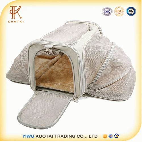 2017 Hot selling Machine Washable Travel Pet bed / cat Carrier Luxury Soft Sided Expandable Pet Carrier