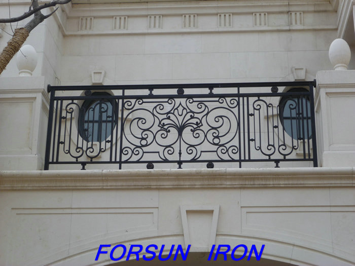 China Supplier High-quality Wrought Iron Balcony Designs
