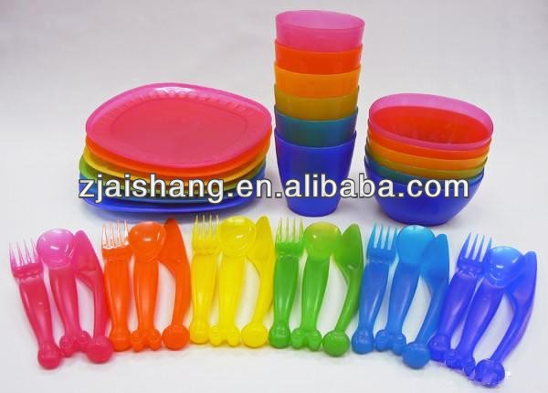 European Fashionable First Rate High Quality food grade plastic picnic tableware set Bpa free