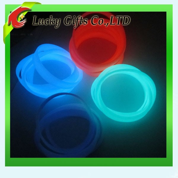 Elegant Fluorescent Silicone Bracelet Glow In The Dark Rubber Bands
