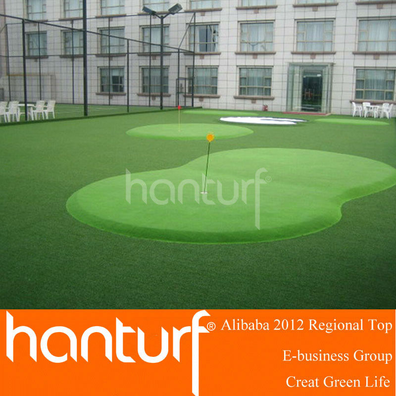 Sythetic outdoor putting green