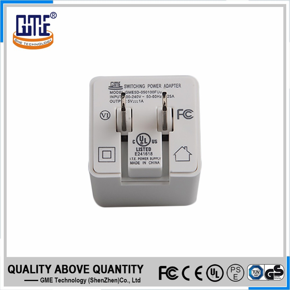 White wall guick charging 5V 3A type-c adapter