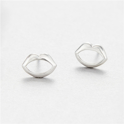 European Hip Hop Women Jewelry New Lovely Sweet 925 Sterling Silver Hollow Lip Stud Earrings 925 Silver Sexy Lips Stud Earrings