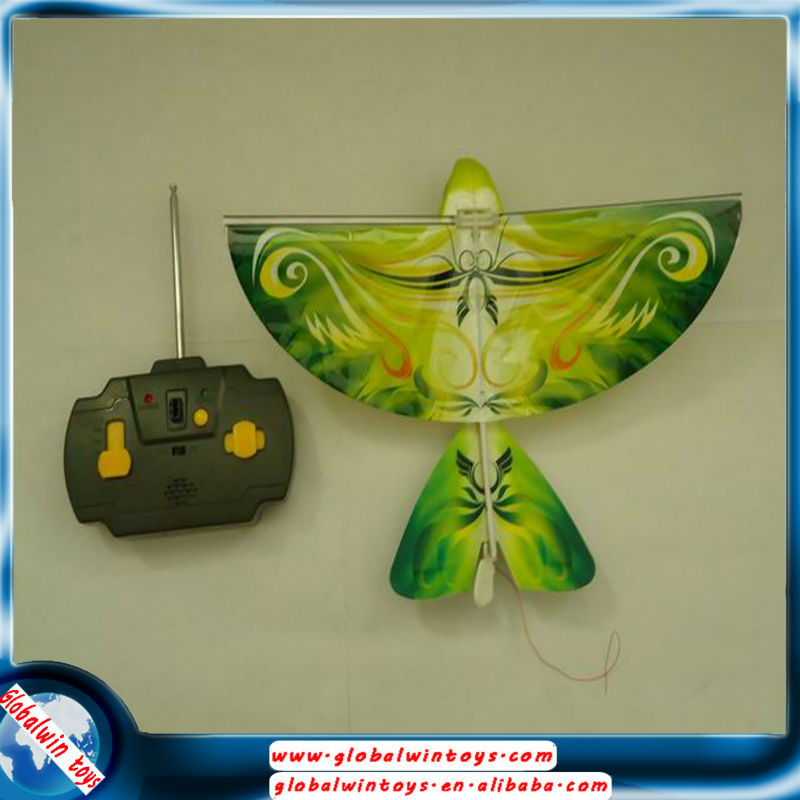 New design Auhentic Bird kids Toy 4 colors RC plastic Flying bird with soud and led lights