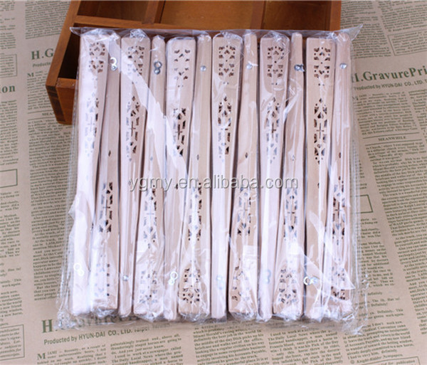 good quality Wedding favors silk fan Chinese carved folding fragrance wood hand fan wedding fan
