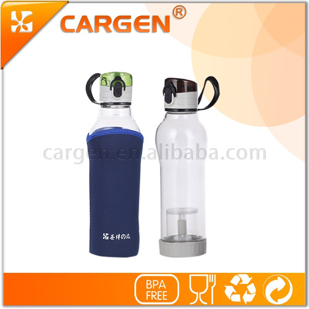 Unbreakable 570ml transparent glass water bottle with sleeve