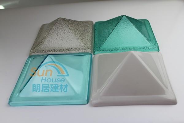 puits de lumi re en forme de d me toit de couleur avec le. Black Bedroom Furniture Sets. Home Design Ideas
